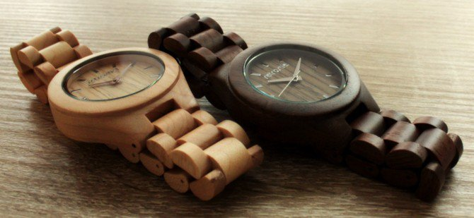 Armbanduhr Aus Holz Ukraine ~ Armbanduhren aus Holz auf Tisch